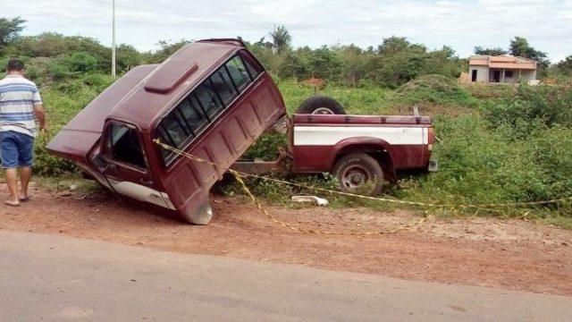 D20 é partida ao meio após colisão lateral com Hilux no Piauí