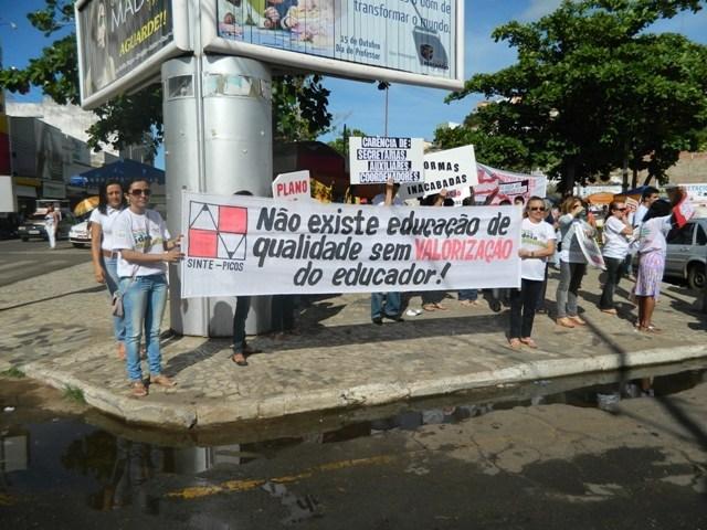 Sem reajuste salarial, professores da rede estadual ameaçam greve