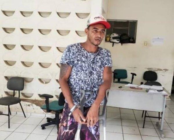 A vítima, Francisco Carlos Rodrigues da Silva, foi encontrado por populares, com várias perfurações e com a cabeça decepada