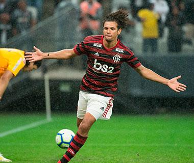 William Arão marca o único gol que deu a vitória para o Flamengo em São Paulo