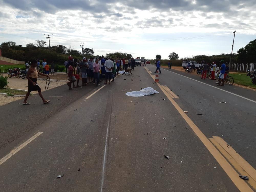Colisão entre carro e moto deixa duas pessoas mortas no PI