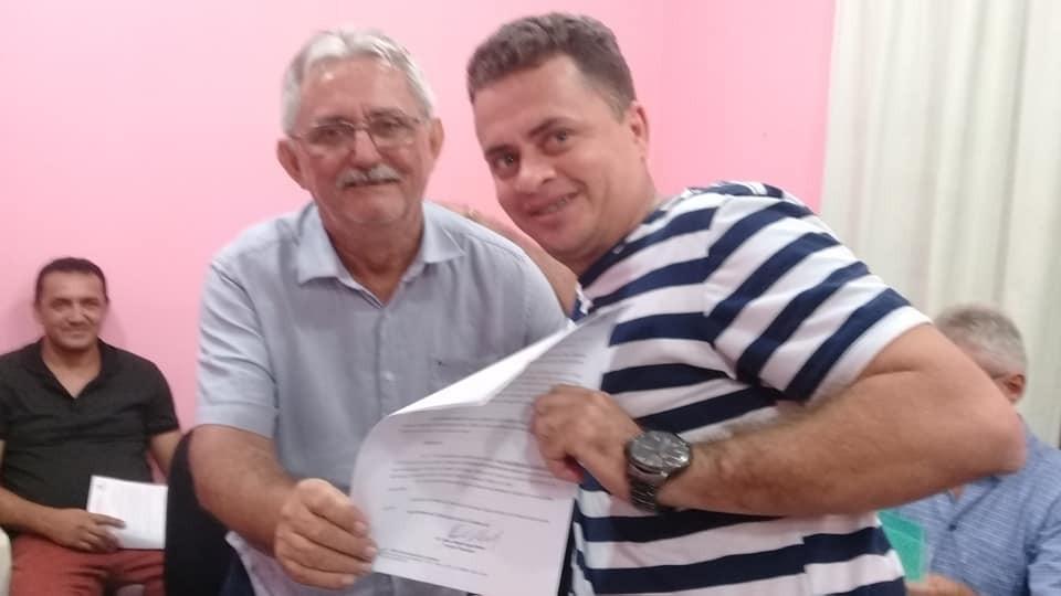 Prefeito de Barras empossa concursados de 01/2009 do HLM