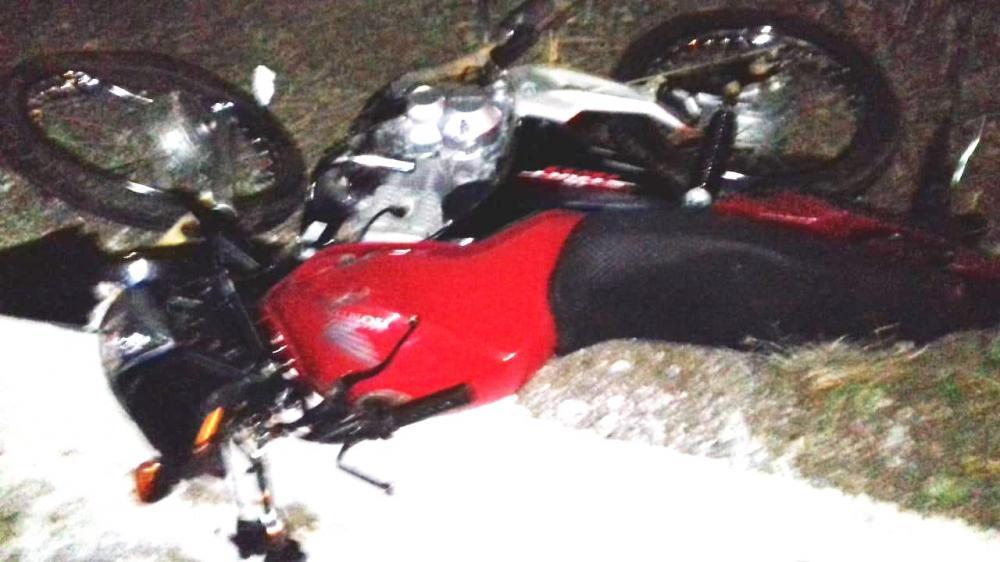 Segundo as informações obtidas no local o motociclista teria invadido a contramão e colidido com o carro.