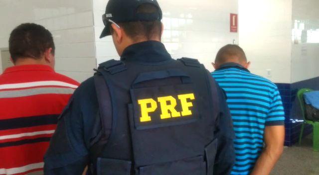 PRF apreende R$ 5 mil em notas de dinheiro falso transportadas por dupla no Piauí (Foto: Divulgação)
