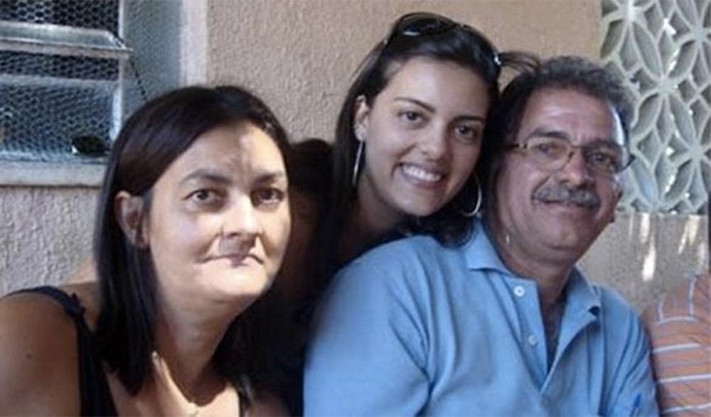 Fernanda Lages e os pais em foto de arquivo da família (Foto: Reprodução)