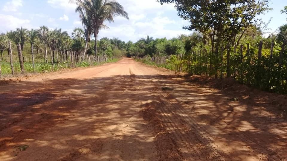 Governo de Barras PI recupera estradas na região que limita com Esperantina PI
