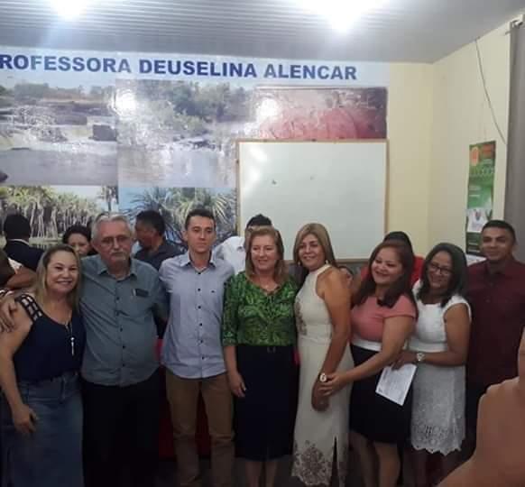 Foto do prefeito de Barras PI com os novos conselheiros tutelares