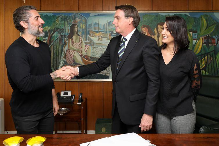 A Lei recebeu o nome de Romeo Mion, em homenagem ao filho do apresentador Marcos Mion, na foto com o presidente Bolsonaro - Marcos Corrêa/PR
