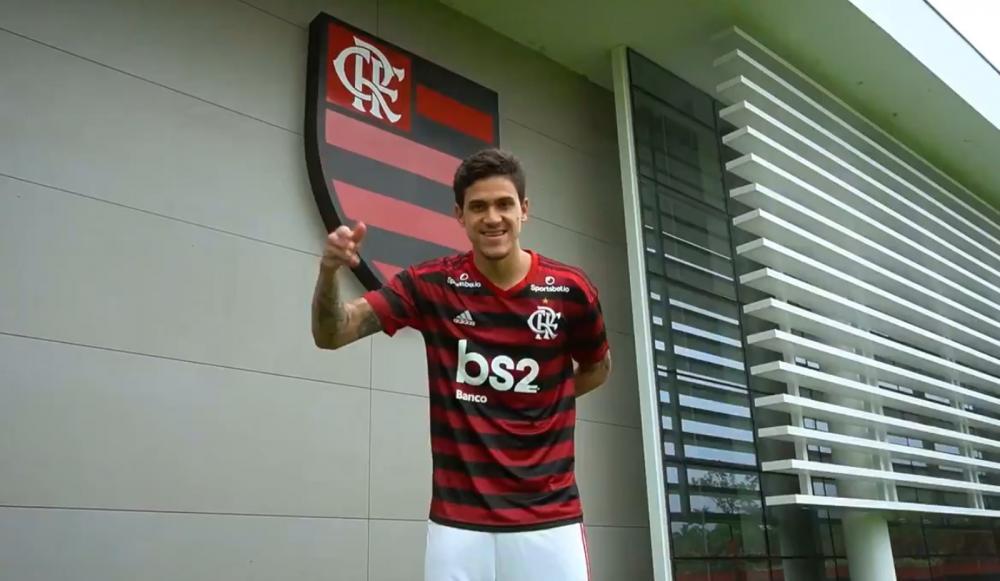 Pedro, de 22 anos, foi anunciado oficialmente pelo Flamengo — Foto: Reprodução #DeVoltaPraCasa