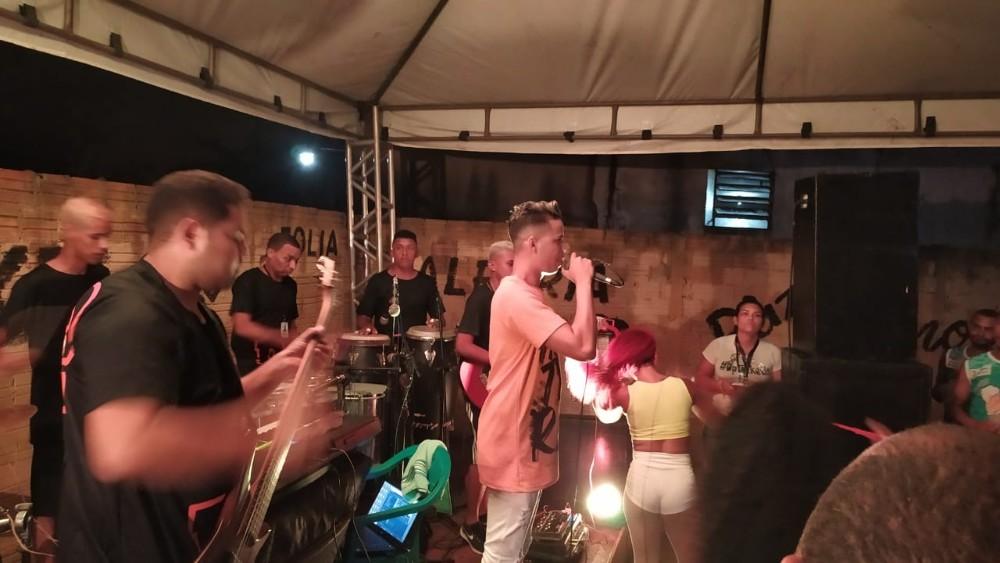 Bloco Turma do Funil estréia carnaval de Barras PI 2020 com Dpileki ao vivo na Concentração