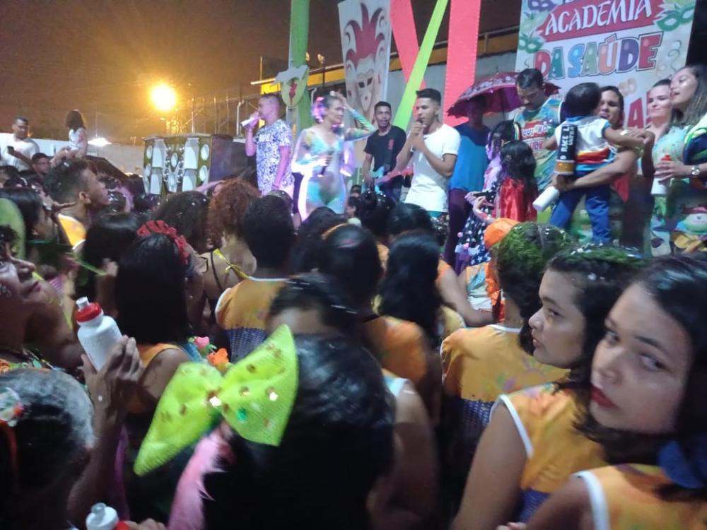 Bloco da Academia da Saúde agita o carnaval de Barras