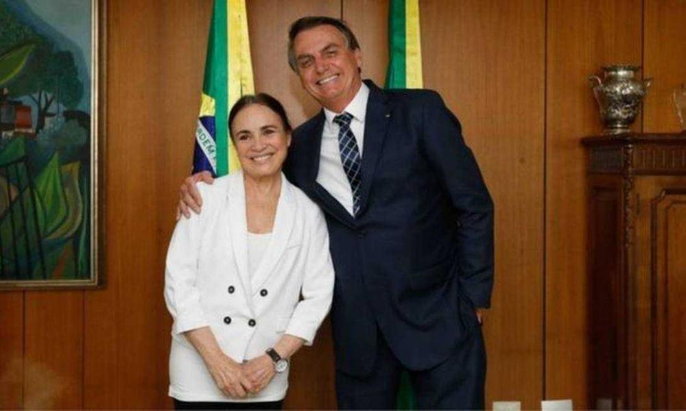 Regina Duarte toma posse em cerimônia que contou até com fã-clube NBR / Divulgação