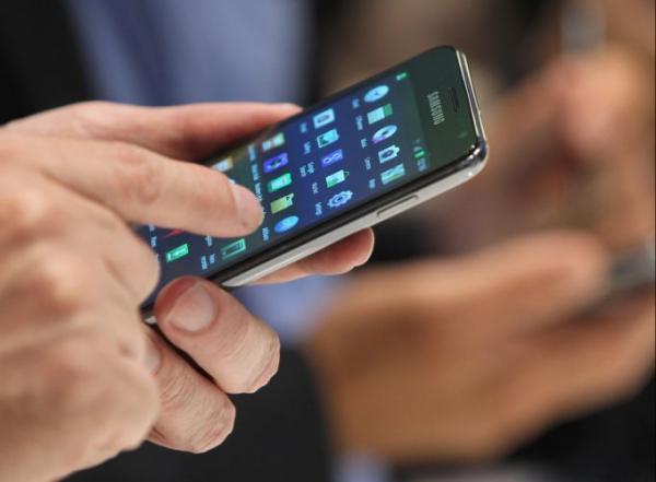 Justiça confirma demissão por justa causa por uso de celular no trabalho