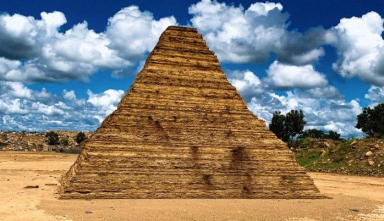 Pirâmide chama à atenção e vira atração em cidade do Piauí