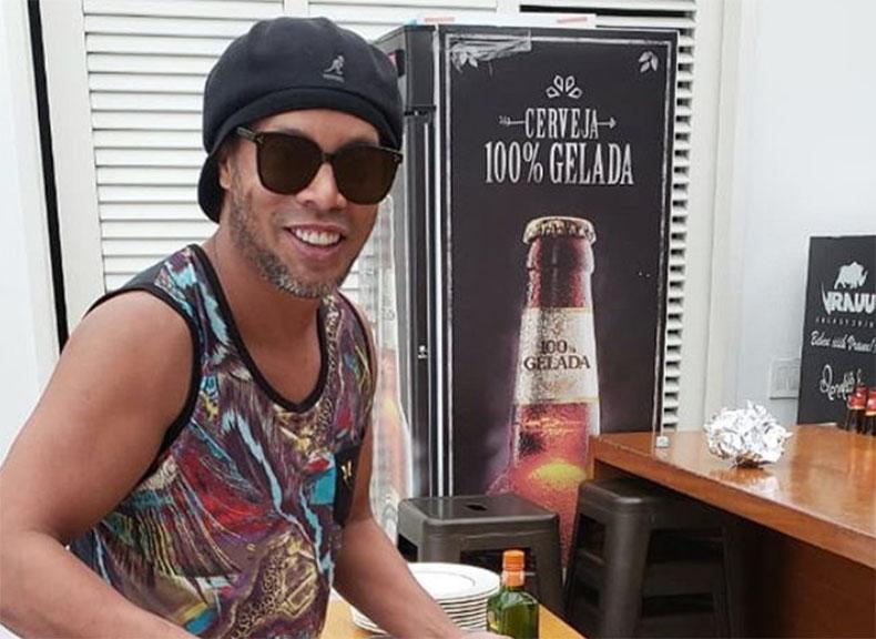 Justiça nega terceiro pedido para tirar Ronaldinho da prisão