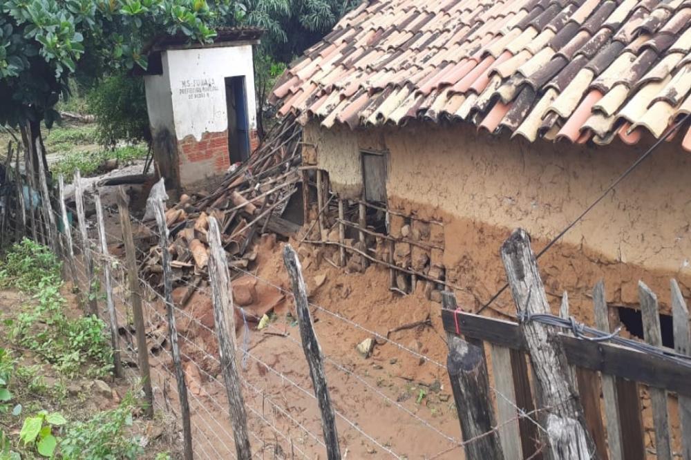 Barragem do Cordeiro se rompe e destrói várias casas em Pedro II