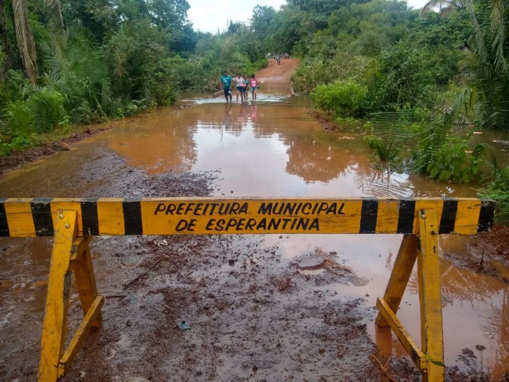 Corpo de Bombeiros interdita Ponte na zona rural de Esperantina