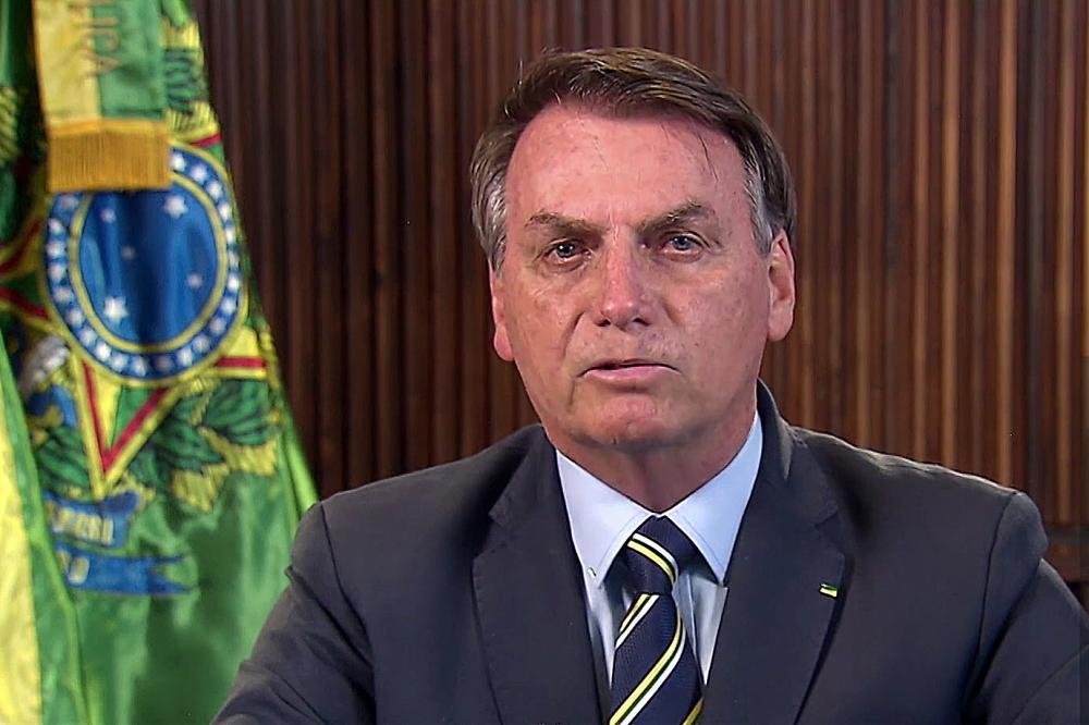 Bolsonaro zera impostos de remédios importados contra coronavírus