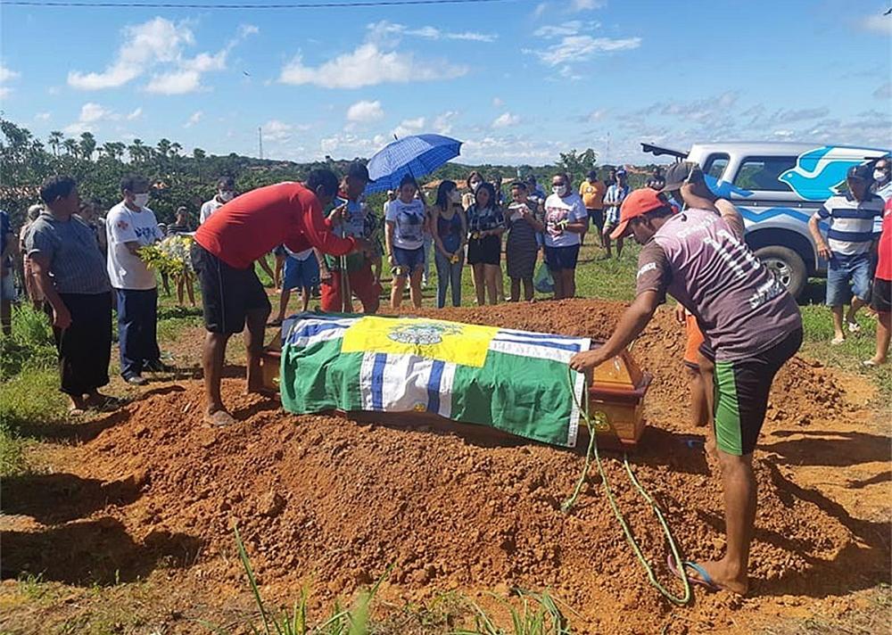 Prefeito de São José do Divino é sepultado sob muita comoção