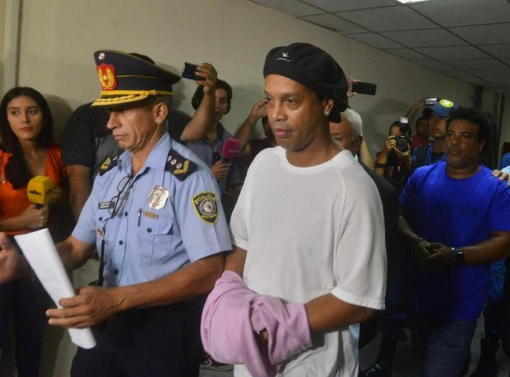 Preso desde o dia 4, Ronaldinho Gaúcho joga futevôlei com outros detentos