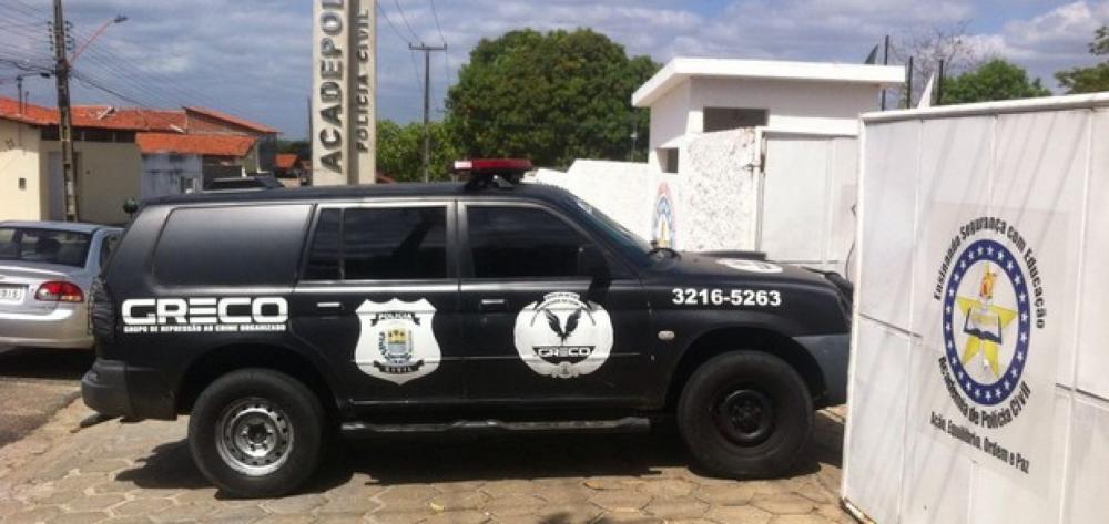 Criminosos fazem família de refém e roubam veículo