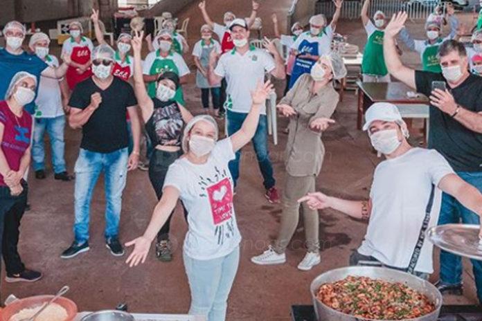 Maiara e Maraisa cozinham para famílias de baixa renda e moradores de rua