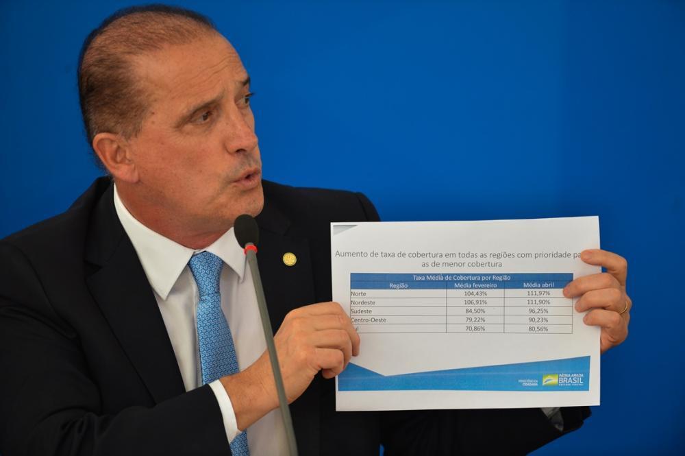 """Ministro lista caminhos para recebimento do pagamento de R$ 600, mas reforça: """"Não adianta ir a bancos e CRAS agora"""""""