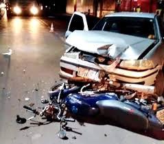 Mulher morre após colisão frontal entre carro e motocicleta