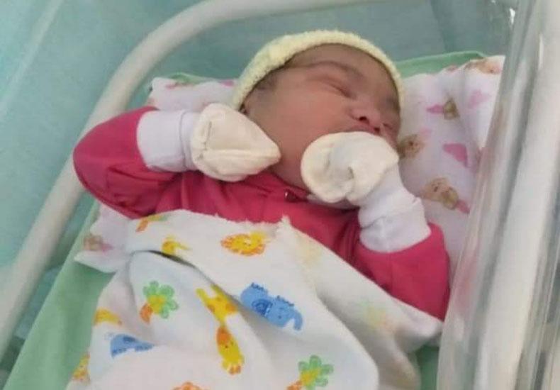 """Mulher descobre gravidez quase na hora do parto: """"suspeitava que era cólica"""