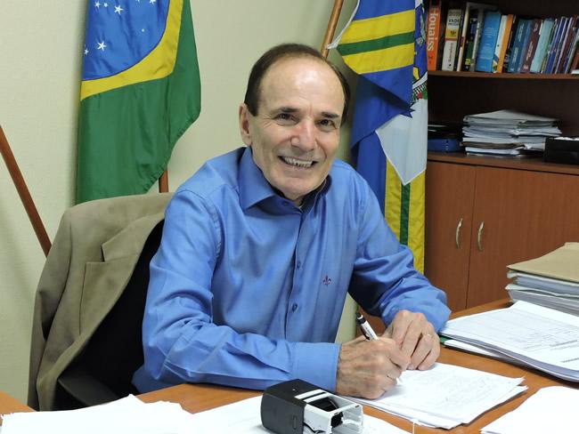 Prefeito renuncia ao cargo após revogar decreto que permitia reabertura do comércio