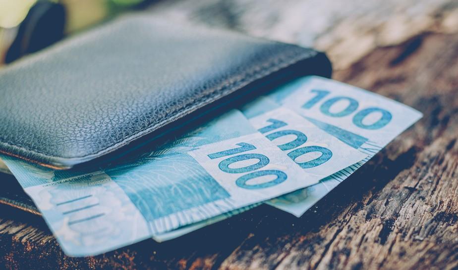 Bancos não poderão debitar auxílio de R$ 600 se beneficiário tiver dívida