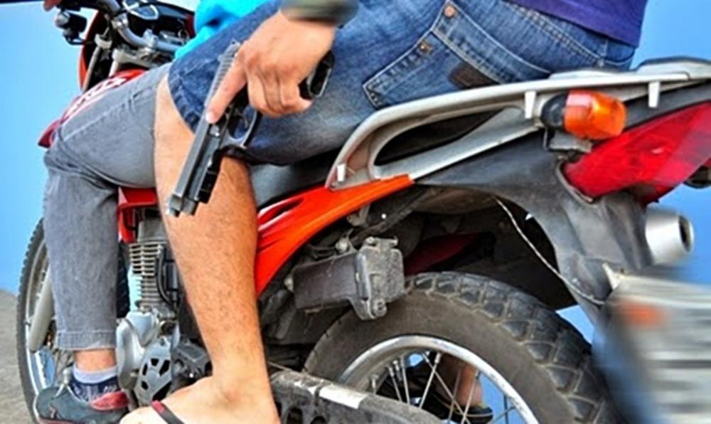 Criminosos abordam duas mulheres e roubam motocicleta na zona rural de Barras PI