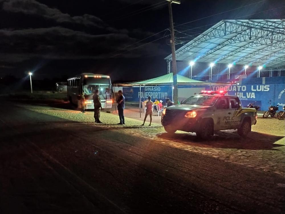 Ônibus que saiu do Mato Grosso é retido em barreira sanitária Piauí