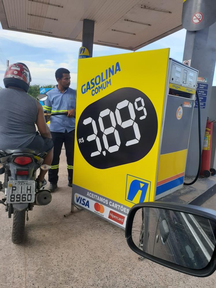 Gasolina é vendida a R$ 3,89 em Piripiri, mas em Barras segue com preço médio de R$ 4,59