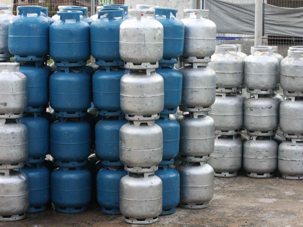Gás de cozinha cai 21% nas refinarias, mas preço do botijão não muda para o consumidor
