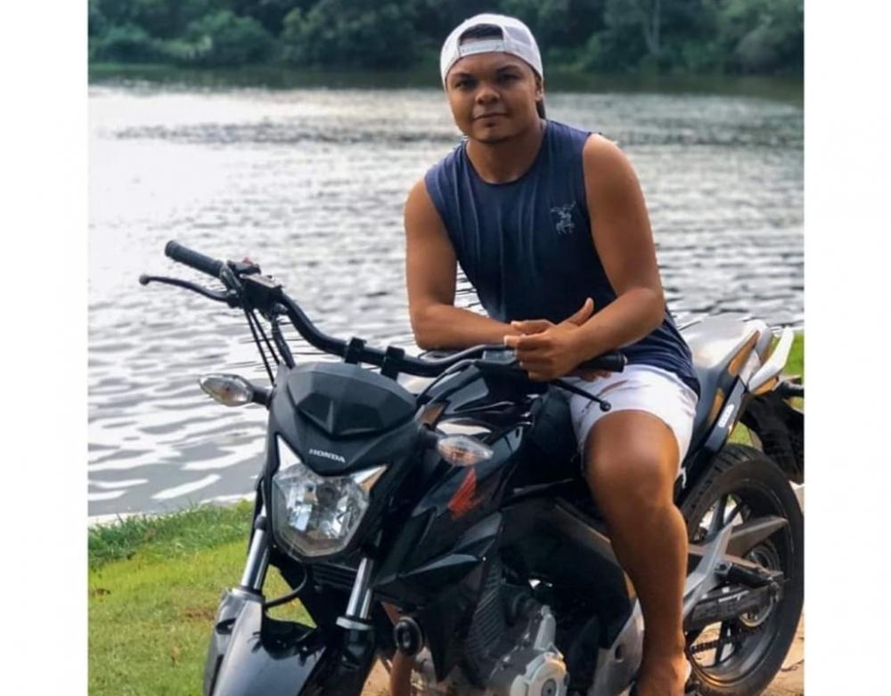 Jovem morre após perder controle de motocicleta na BR-343, em Água Branca PI