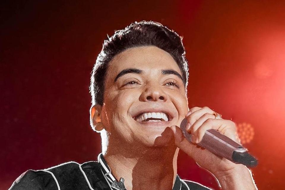 Wesley Safadão canta e brinca com Tirulipa em live com 1,8 milhão de views e 10 horas de duração