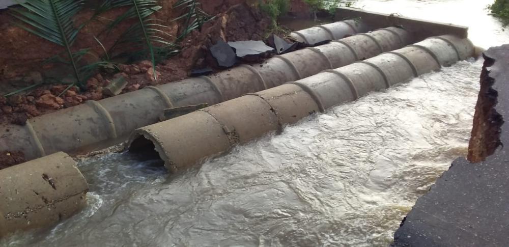 Rodovia PI-112 rompe entre os municípios de Porto e Miguel Alves