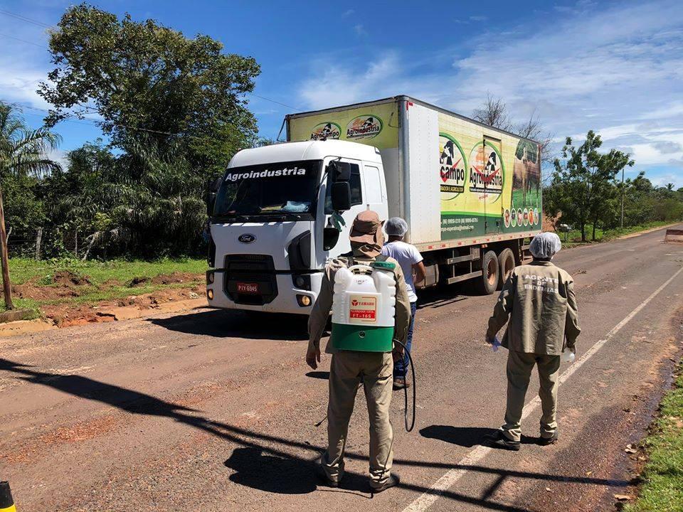 Campo Largo do Piauí cria barreiras sanitárias e borrifa veículos na entrada da cidade