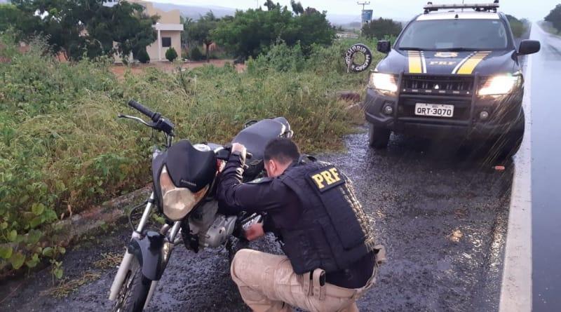 Homem é preso pela PRF na BR 020 por estar na posse de motocicleta adulterada
