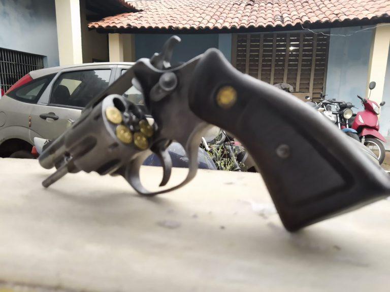 Polícia Militar apreende arma de fogo na PI – 214 em Morro do Chapéu