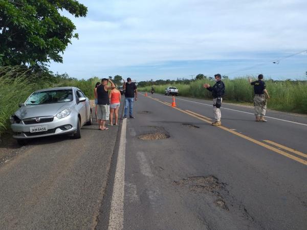 Idoso em bicicleta morre atropelado por carro na BR 230, em Floriano PI