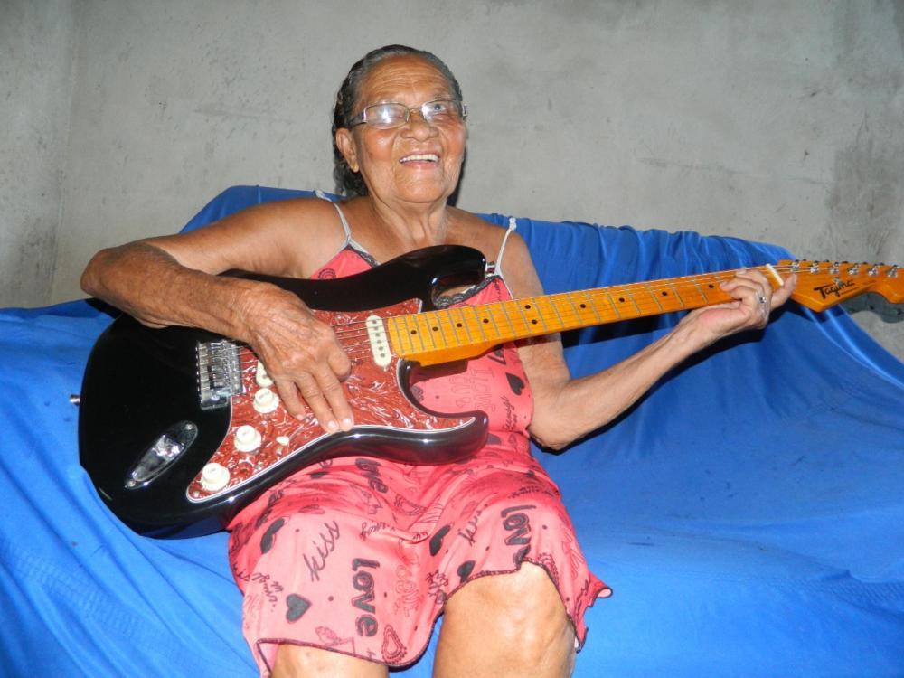 Morre, aos 81 anos, a cantora e compositora piauiense Maria da Inglaterra