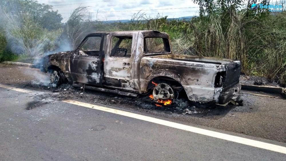 O veículo ficou totalmente destruído (Foto: Leomar Duarte/ Somos Notícia)