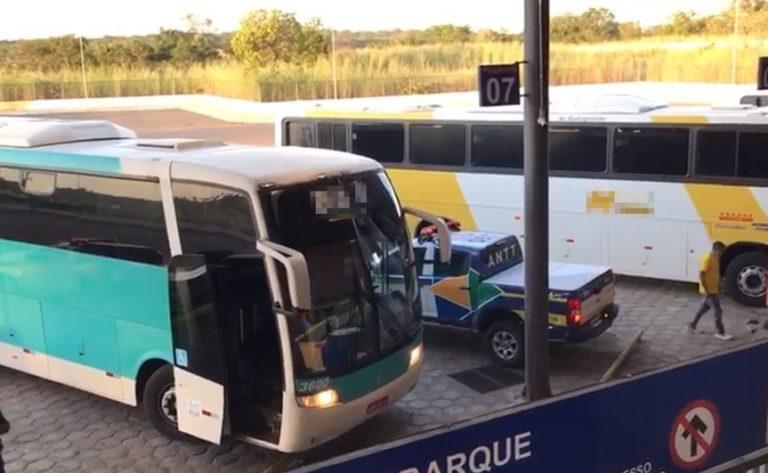 Ônibus irregular com 39 passageiros é apreendido em Floriano
