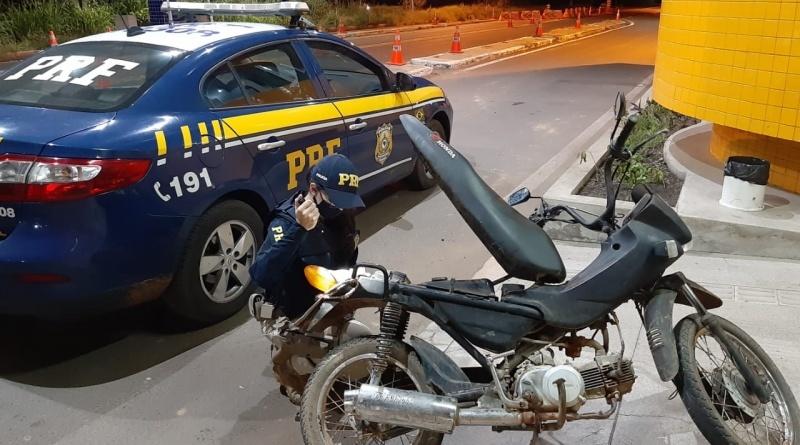 PRF prende motociclista na BR 343 por embriaguez e adulteração de veículo