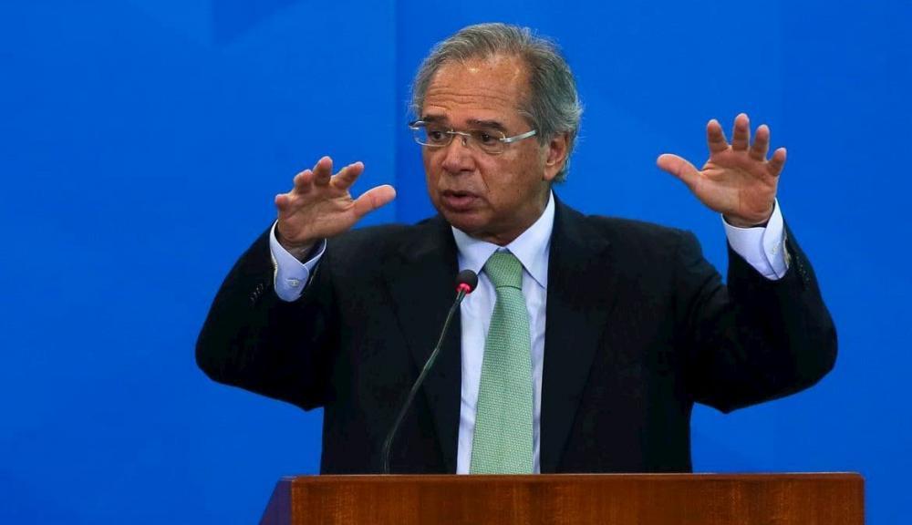 Ministro admite prorrogar auxílio emergencial por um ou dois meses, mas com valor de R$ 200