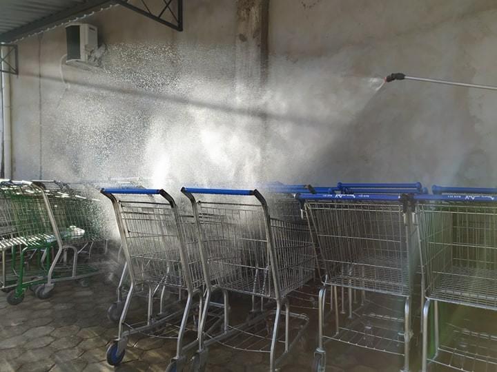 Mercadinho Popular realiza desinfecção de ambientes após expediente