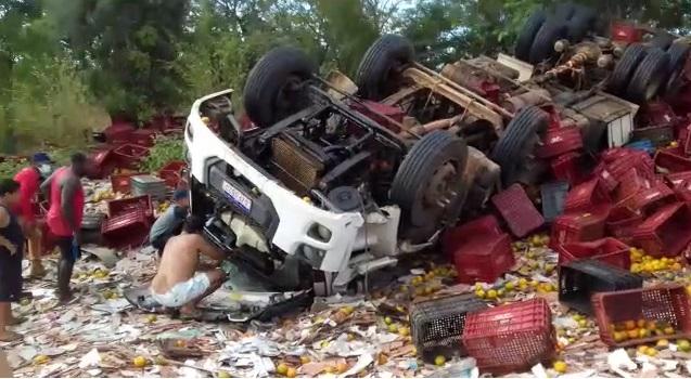 Os policiais ainda realizam levantamentos no local para verificar outras possíveis causas que possam ter contribuído para o acidente.