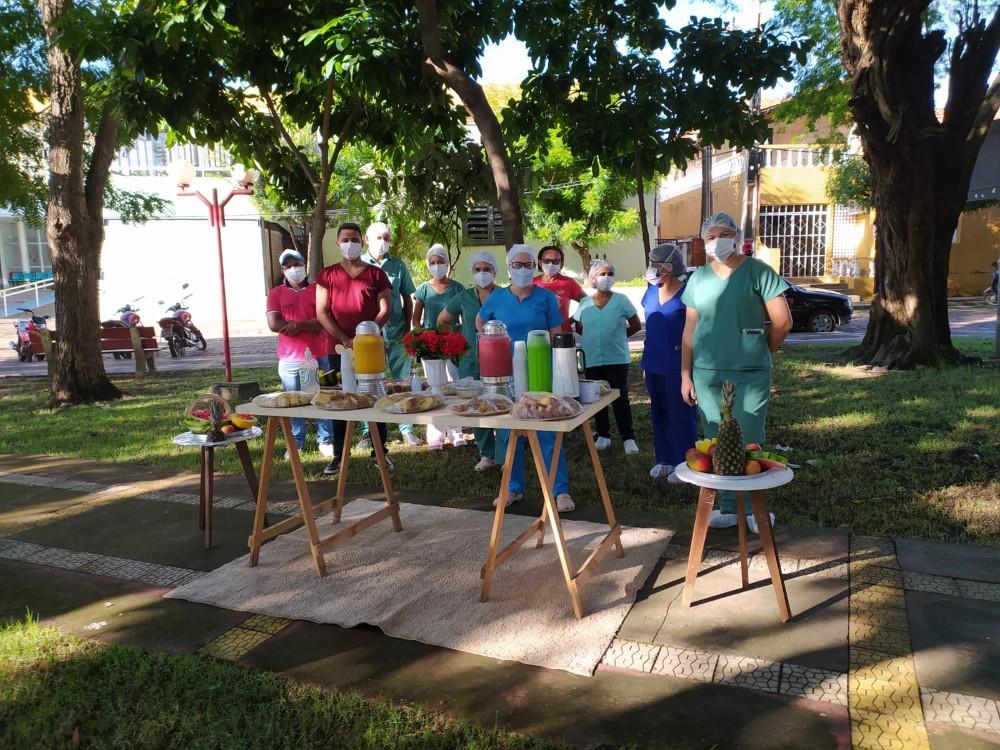 HOMENAGEM: Mercadinho Popular promove café da manhã aos profissionais do Hospital Leônidas Melo
